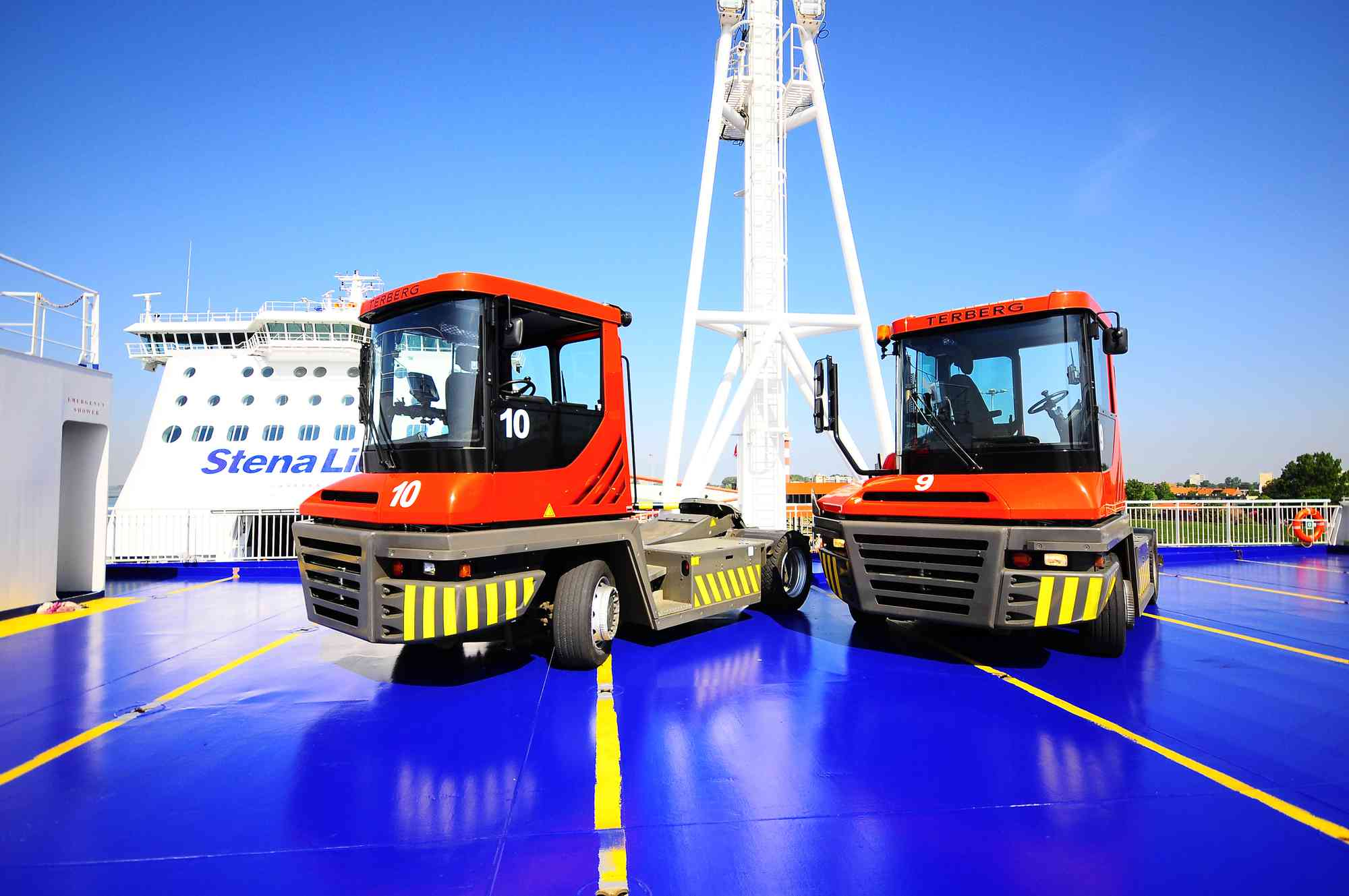 Covers for RoRo tractor cab
