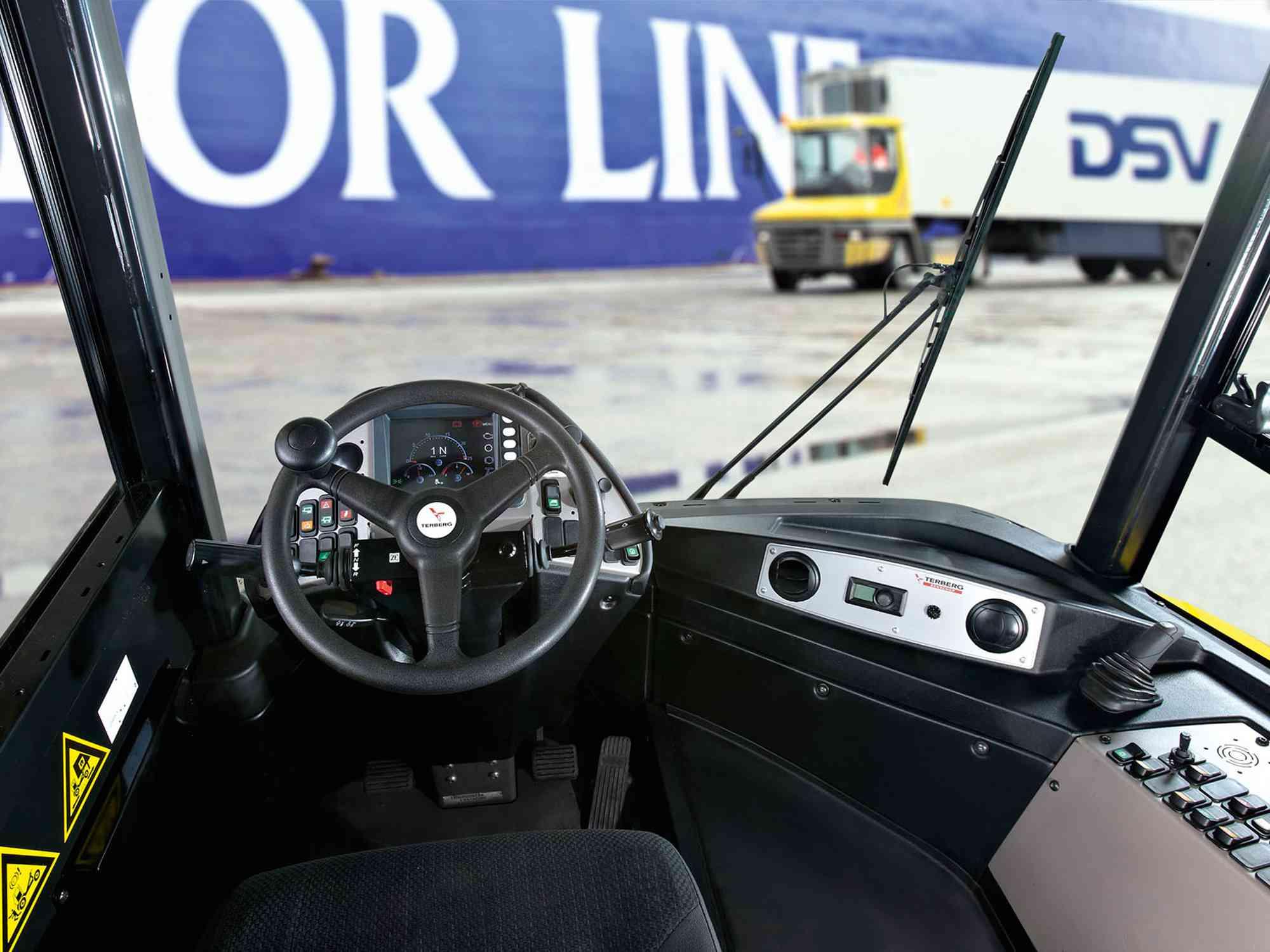 Habillage tracteur RO-RO portuaire